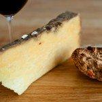 Salers med brød og vin cropped