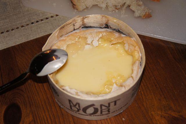 Mont d'Or med hvitløk og hvitvin
